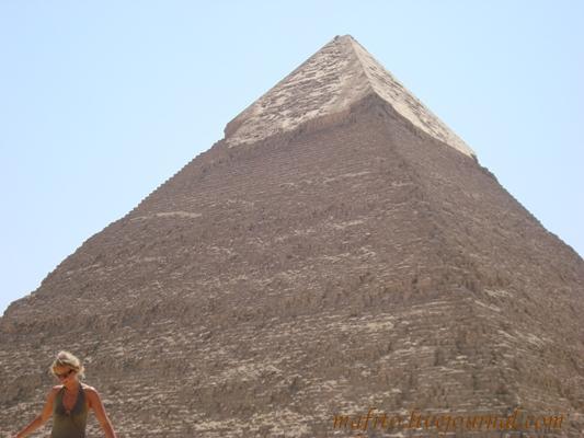 Пирамида Хефриса, средняя по размеру,