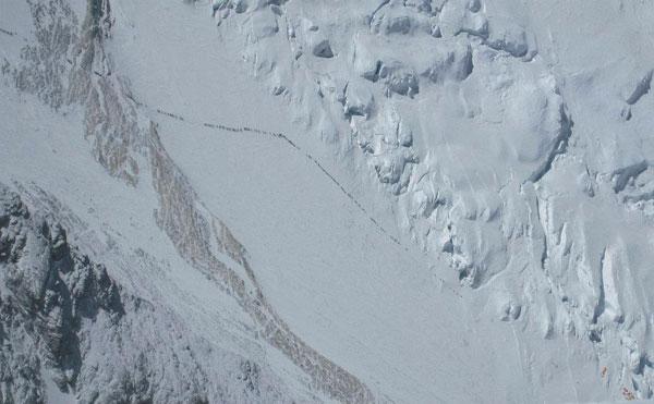 Очередь на Эверест. Фото альпиниста Симоне Моро
