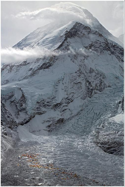 Капризный Эверест. Ракурс со стороны Непала. Вид на ледопал Кхумбу.