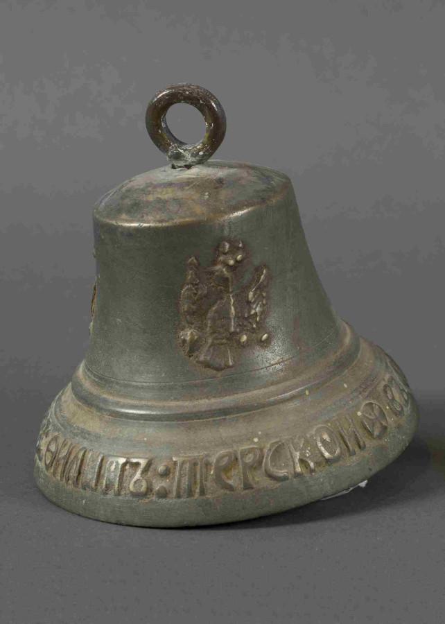 Колокол 1802 г. найденный на о Малый Диомид на Аляске Филипп Терской бронза.jpg