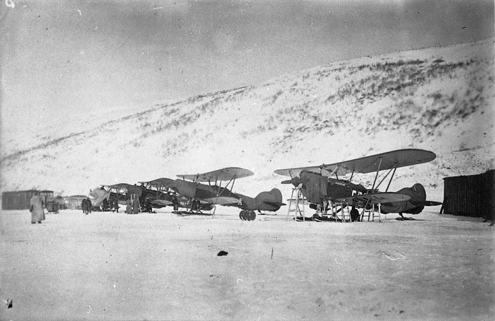 Парад самолетов Дальстроя в бухте Нагаева. 1935 год..jpg