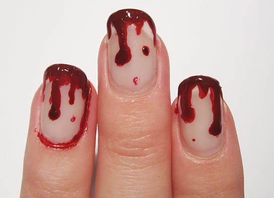 bloody_manicure_halloween_nails_blood