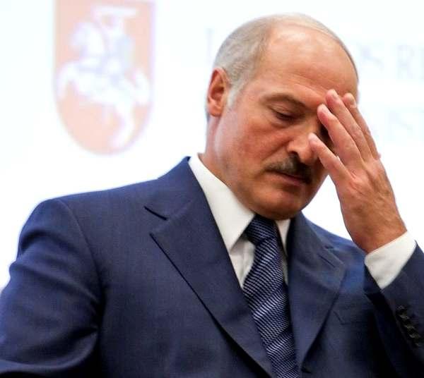 Лукашенко вводит в Беларуси чрезвычайное положение.