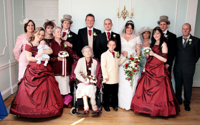 пожилая подружка невесты
