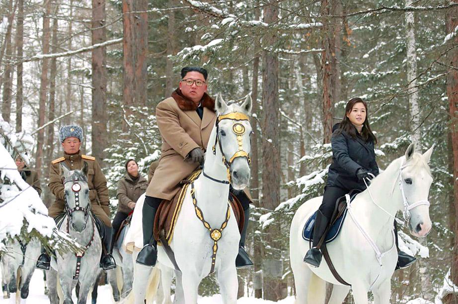 Kim and wife on horses.jpg