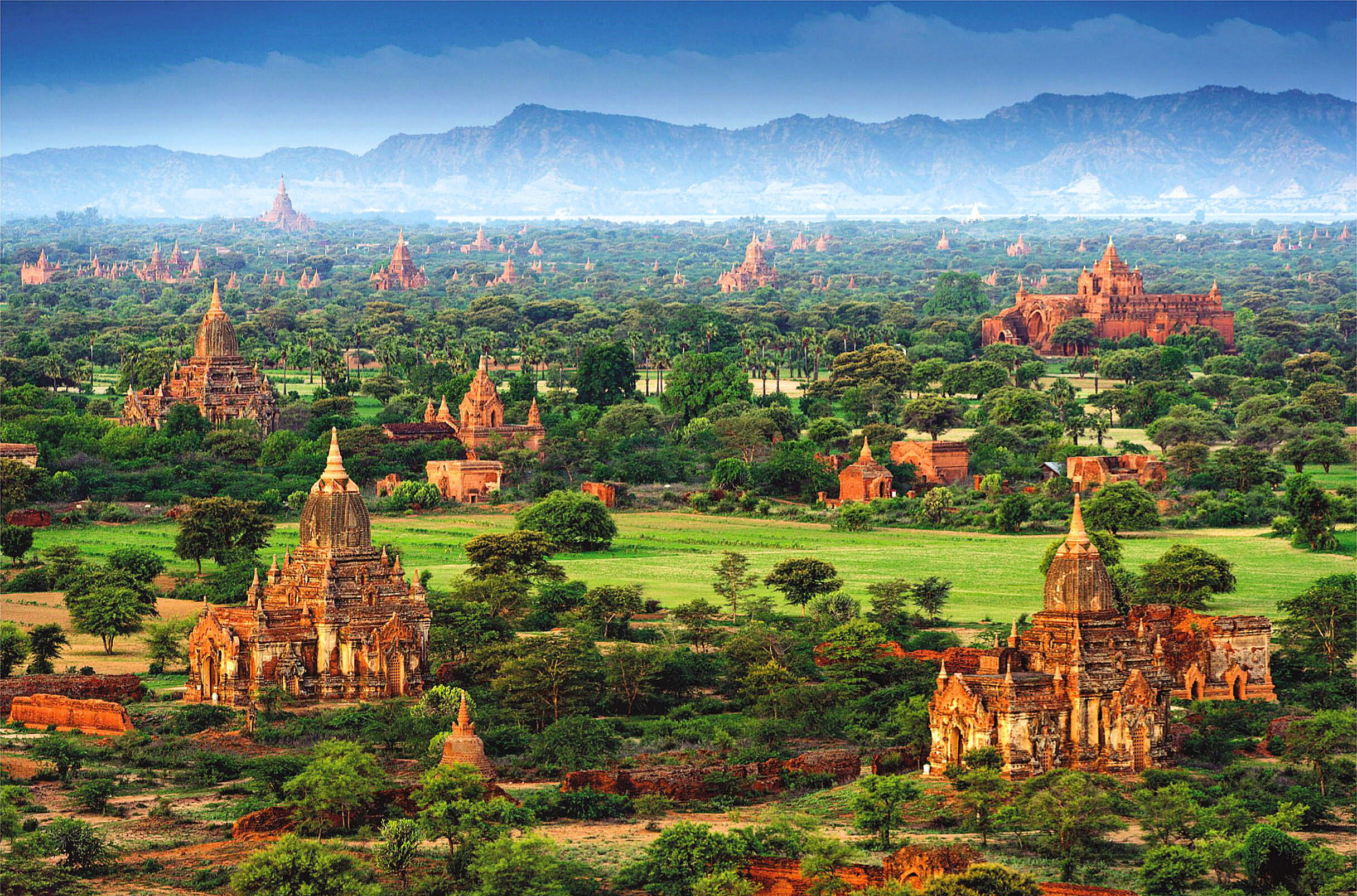 Bagan, Myanmar by Ratnakorn Piyasirisorost.jpg