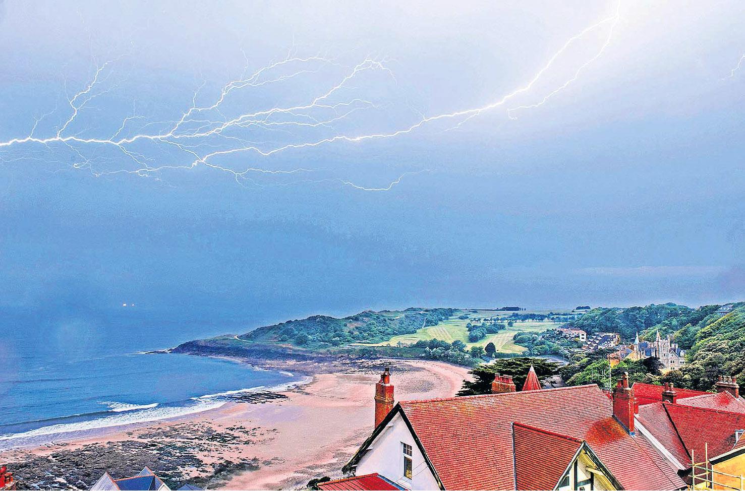 Langland Bay, Swansea by Phil Rees.jpg