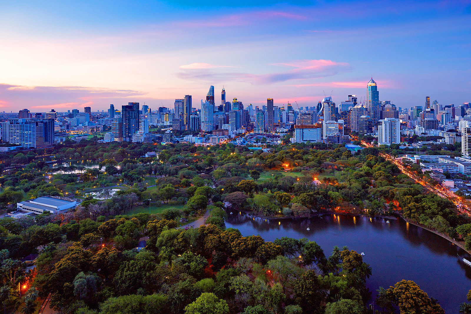 Lumpini park, The lungs of Bangkok city by Patrick Foto.jpg