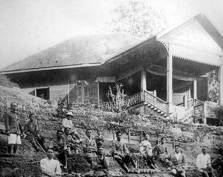 1912 Doi Suthep Palace retreat.jpg