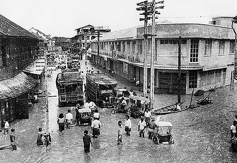 1952 Chiang Mai intersection and theatre.jpg
