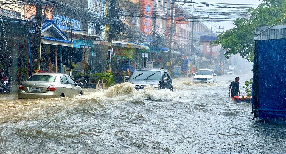 Pattaya-News-1-N-May-14-06-Pty-affected-by-summer-storms-pic-1.jpg