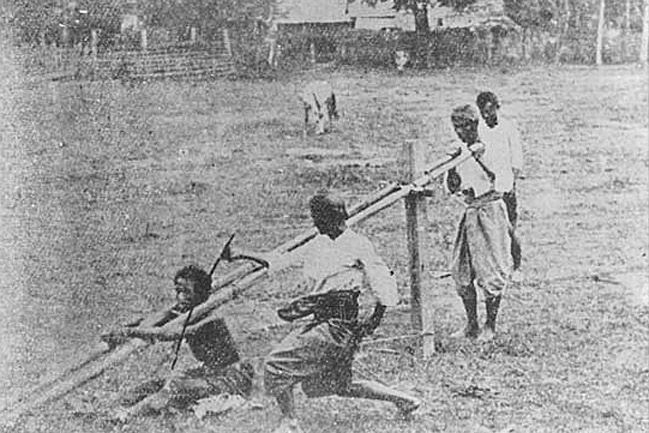 1903 Corporal punishment of semi-serious criminals, Chiang Rai.jpg