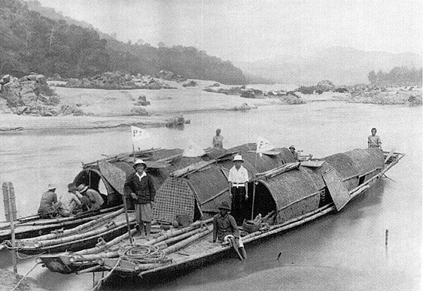 1919 Mail-boats on the Mekong, near Chiang Rai.jpg