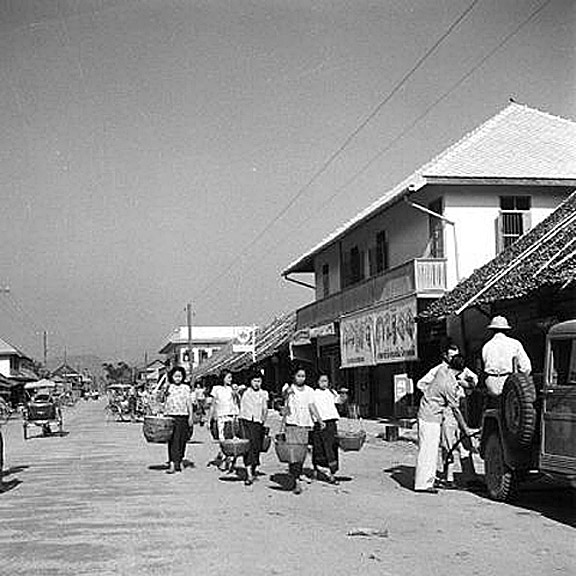 1952 Chiang Rai street scene after devastating fire.jpg