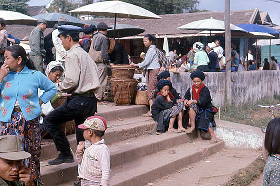 1970 Chiang Khong marketplace, Chiang Rai.jpg