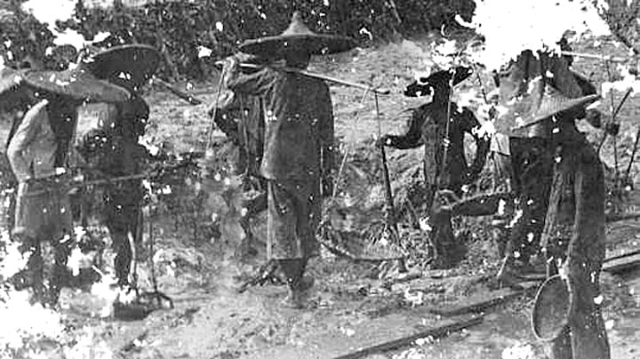 Phuket tin mining operations of 1900 03.jpg