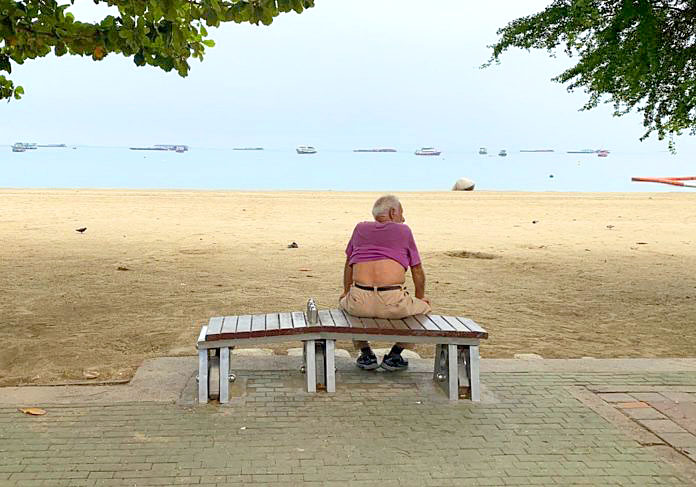 Pattaya Beach Empty.jpg