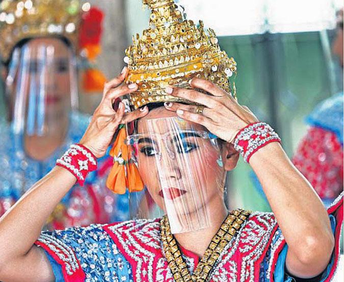 Dancers in Bangkok by Narong Sangnak.jpg