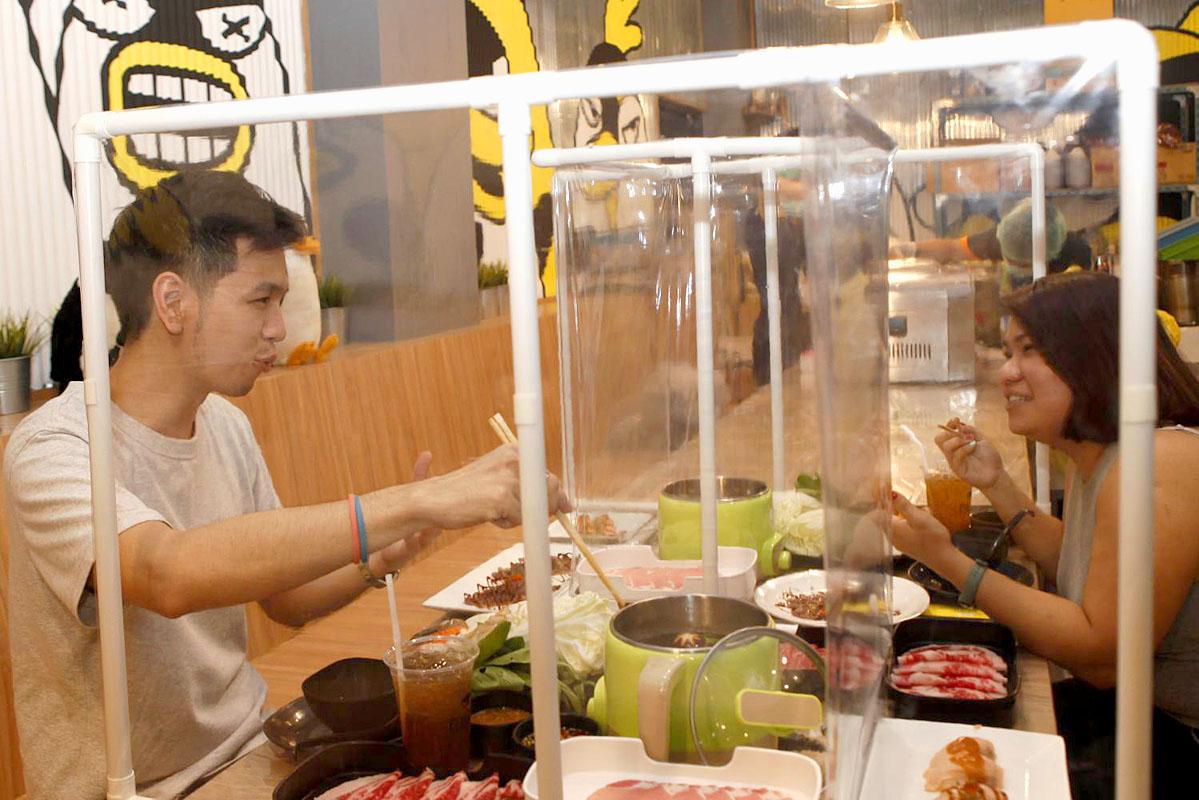 The Penguin Eat Shabu restaurant in Saphan Khwai.jpg