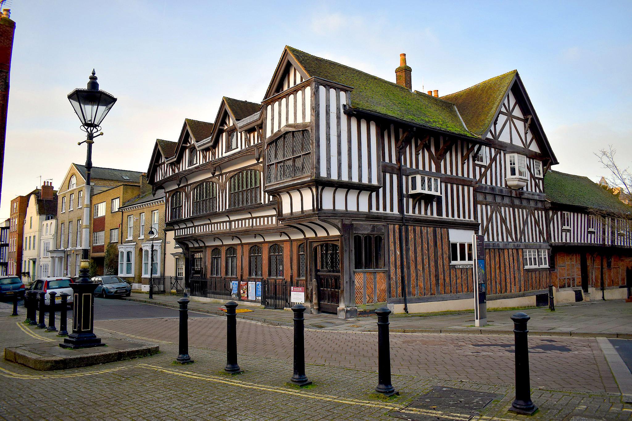 Tudor House, Southampton by Callis Hagg.jpg