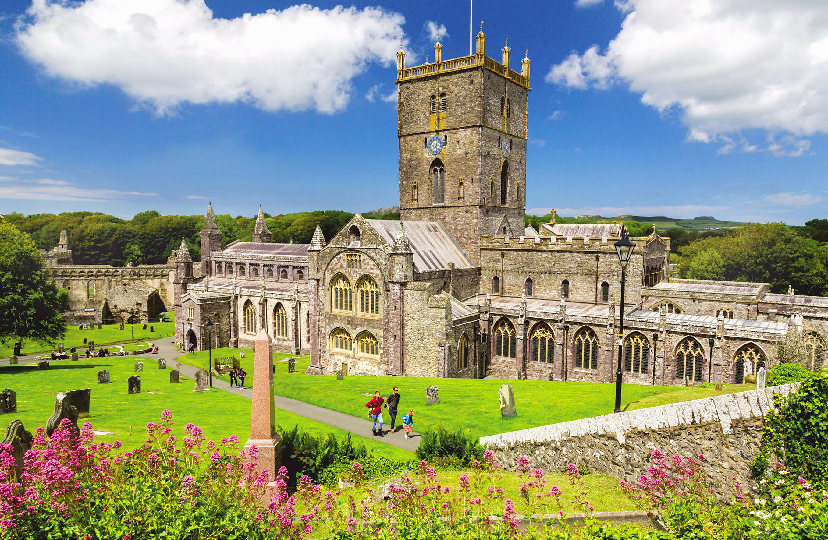 St Davids cathedral, Pembrokeshire, Wales.jpg
