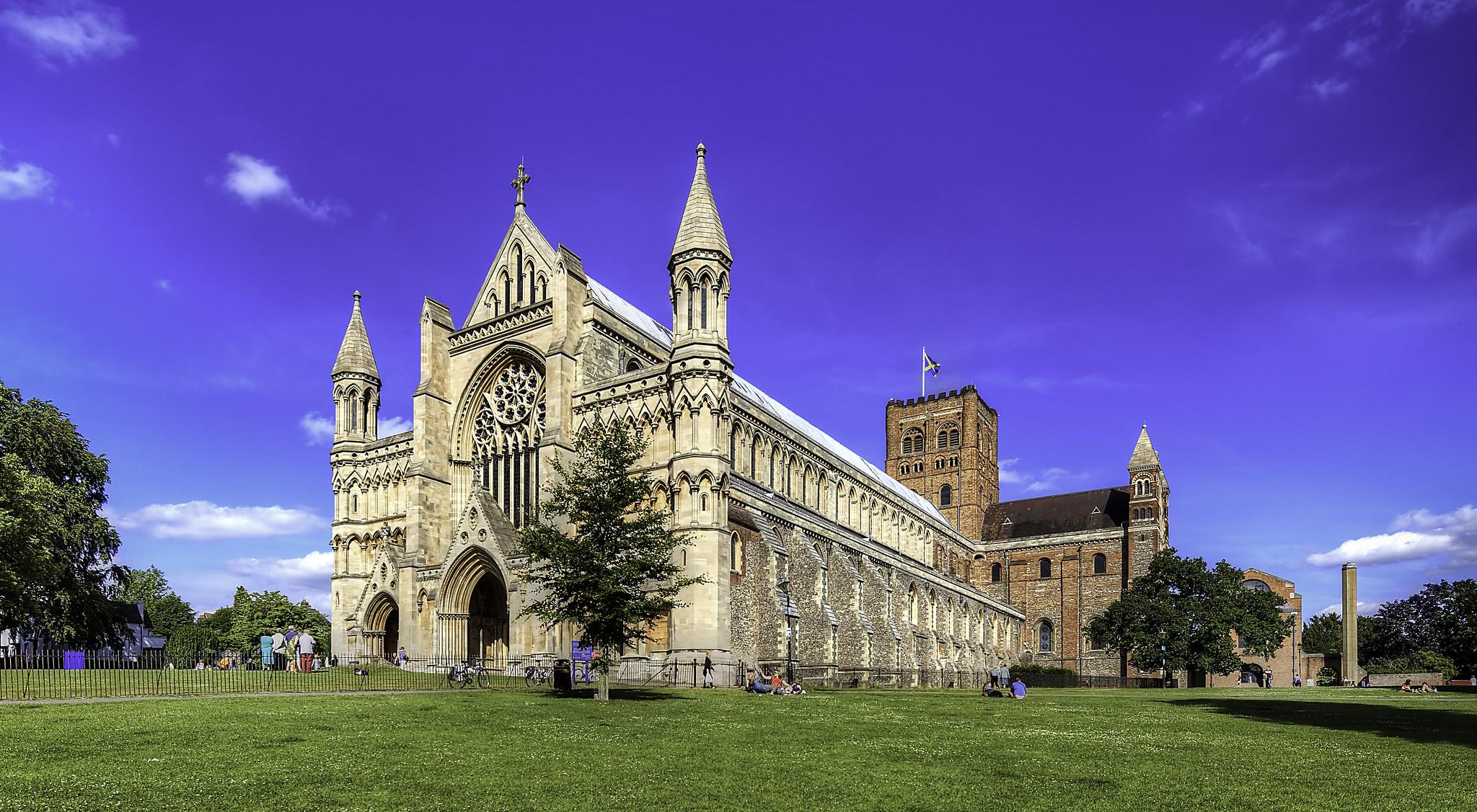 St Albans Abbey by Peter Scrimshaw.jpg