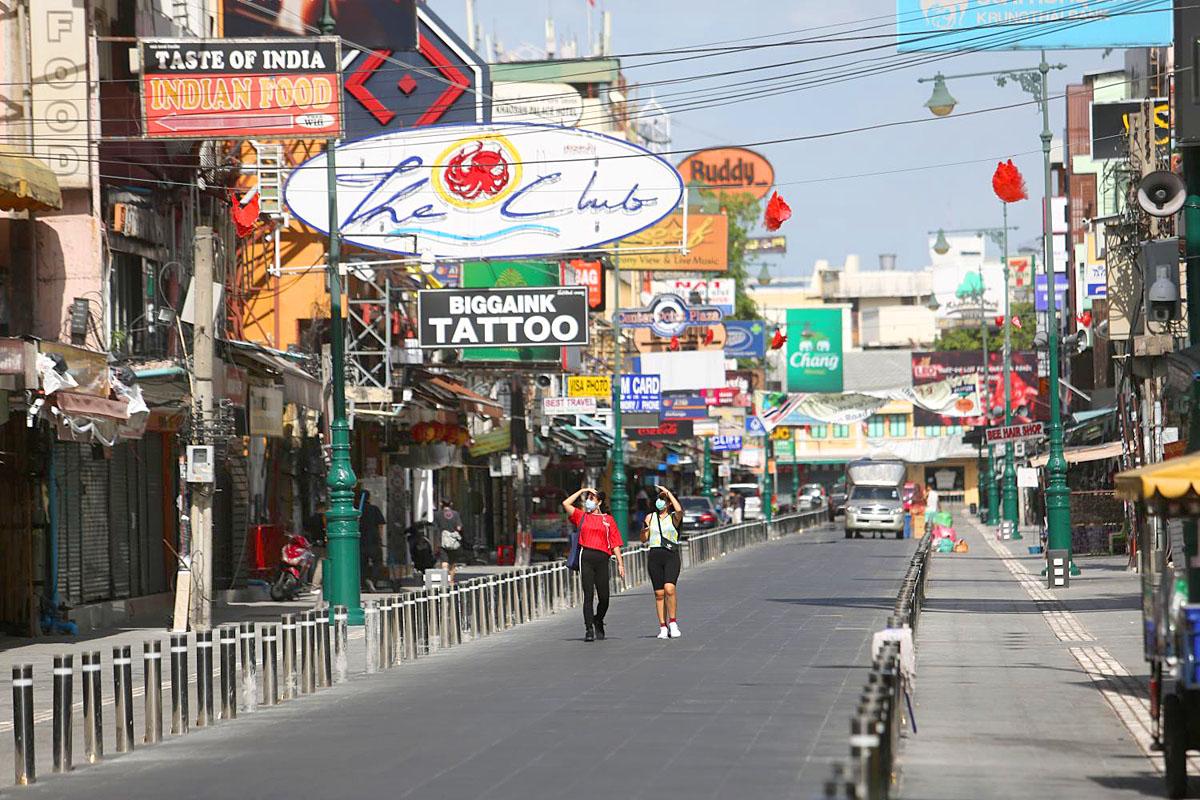 Khao San Road by Wichan Charoenkiatpakul.jpg