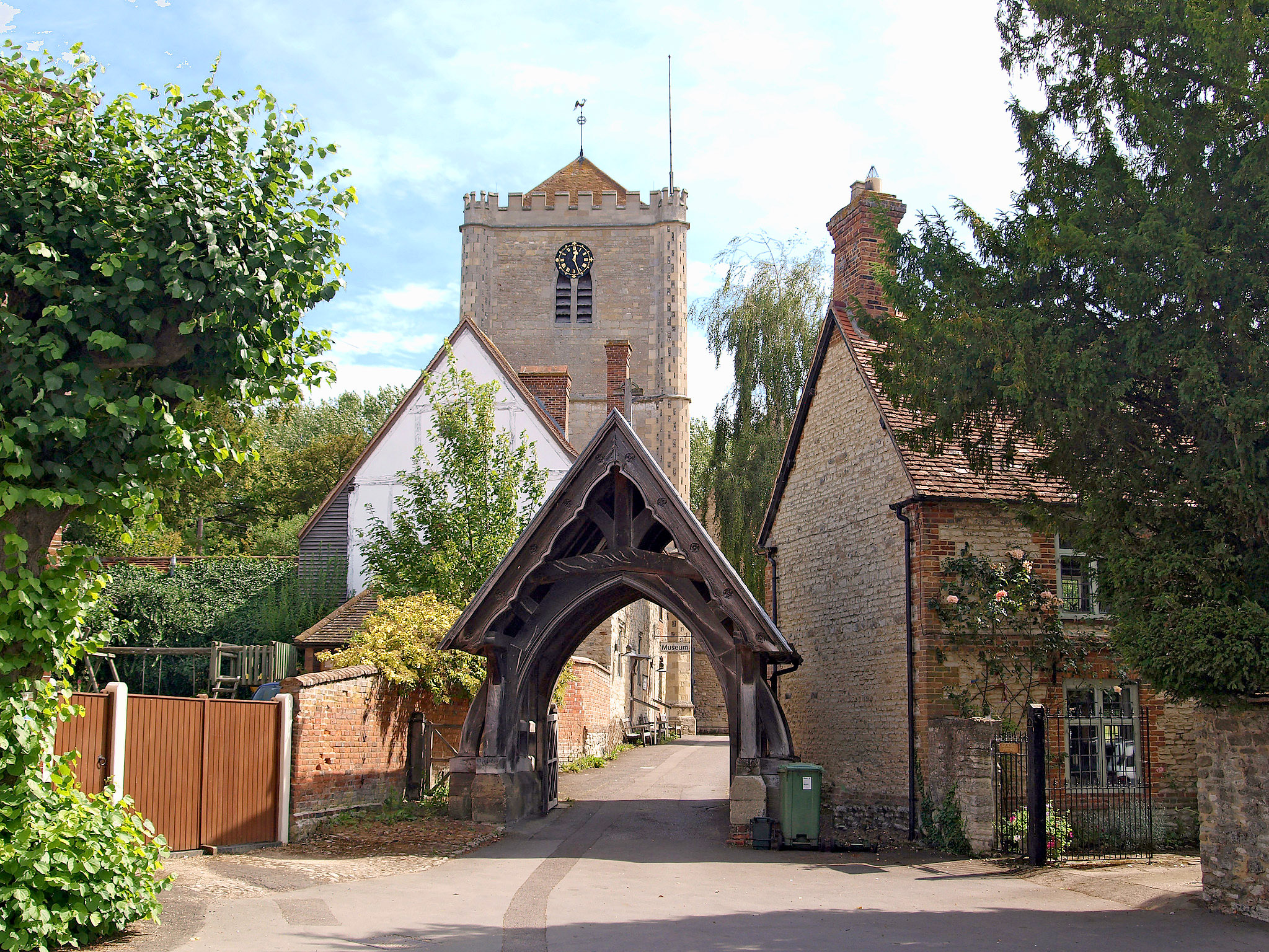 Dorchester Abbey and lych-gate, Dorchester, Oxfordshire by Andrew S Brown.jpg
