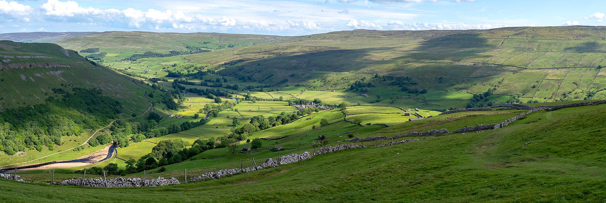 Swaledale panorama, Pennine Way above Muker by Bob Radlinski.jpg