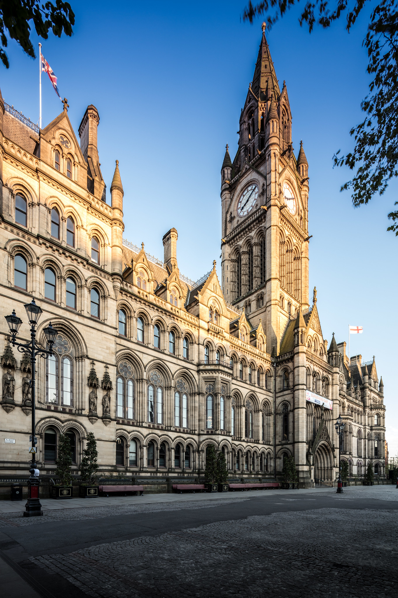 Manchester Town Hall by Michael D Beckwith.jpg