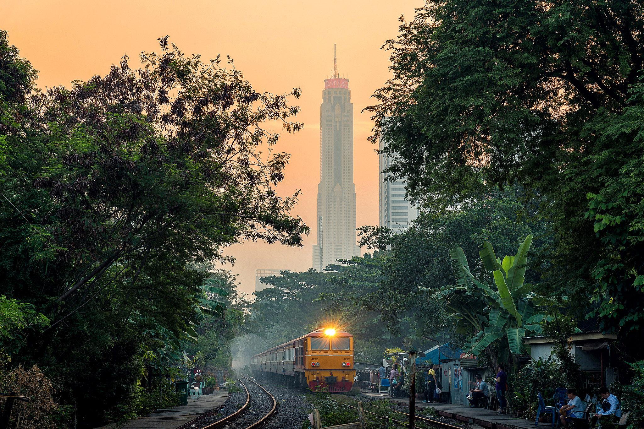 Baiyoke Tower II by Watcharin Ngamjitprapat 01.jpg