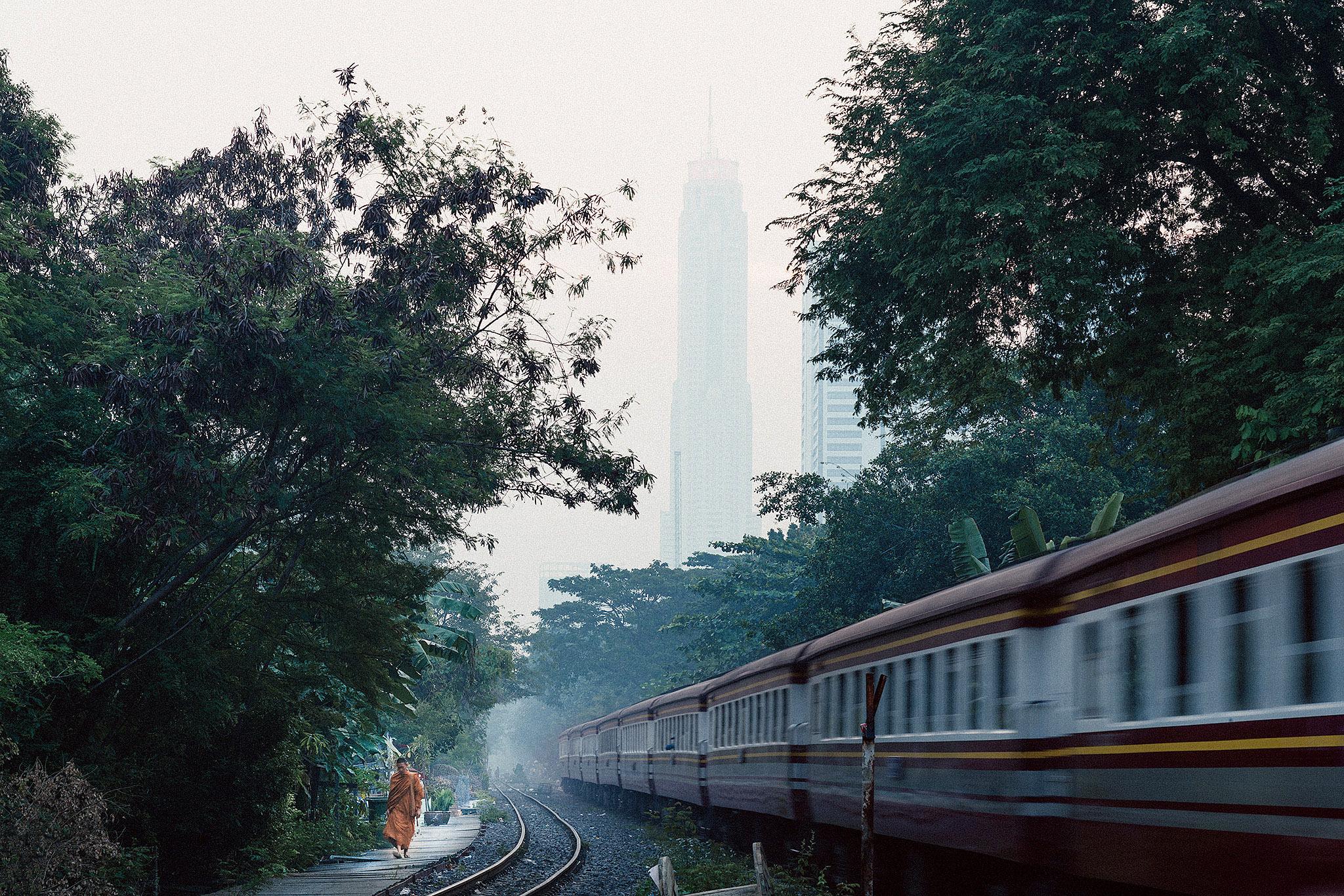 Baiyoke Tower II by Watcharin Ngamjitprapat 02.jpg