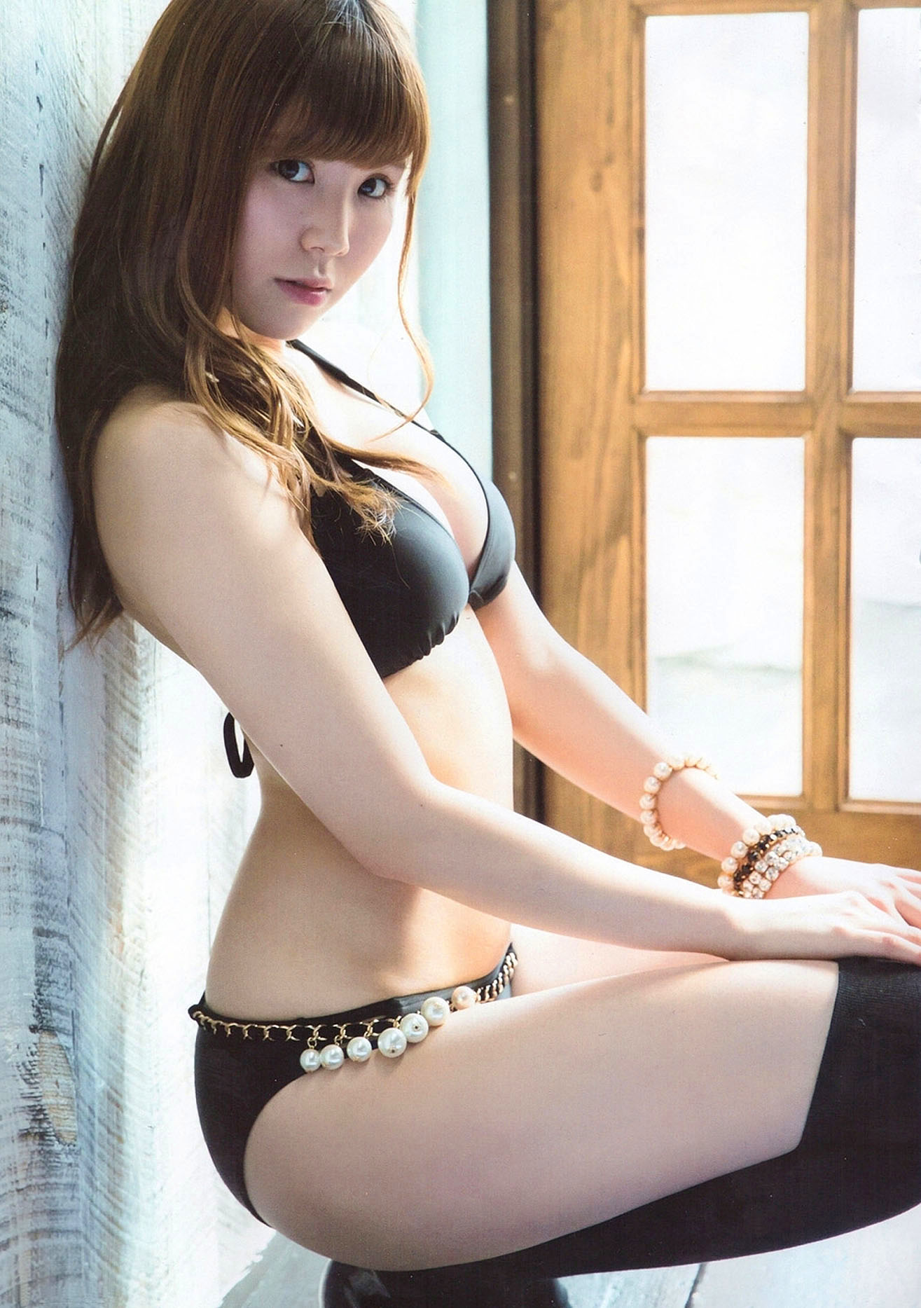 Kaneko Shiori GravureTV 38 150318 03.jpg