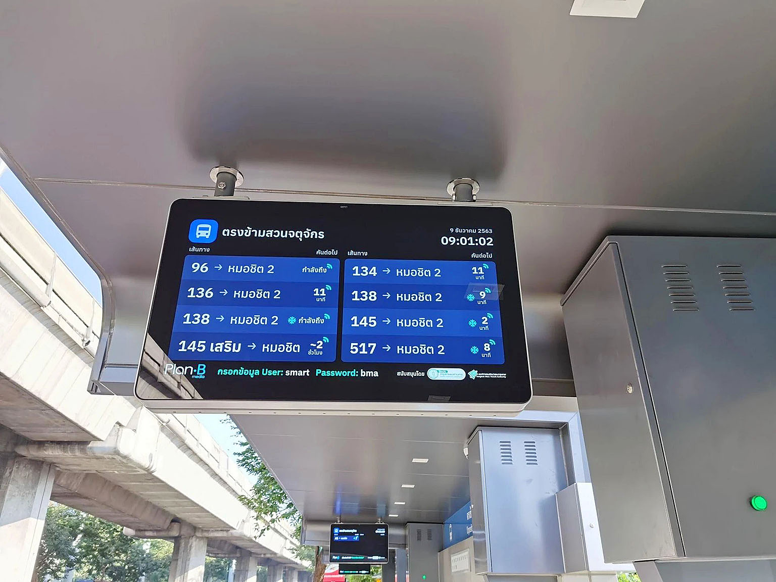 Bangkok New Bus Stop 02.jpg