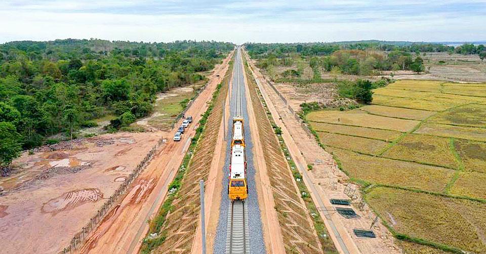 Laos-China-Railway-near-Vientiane-Station.jpg