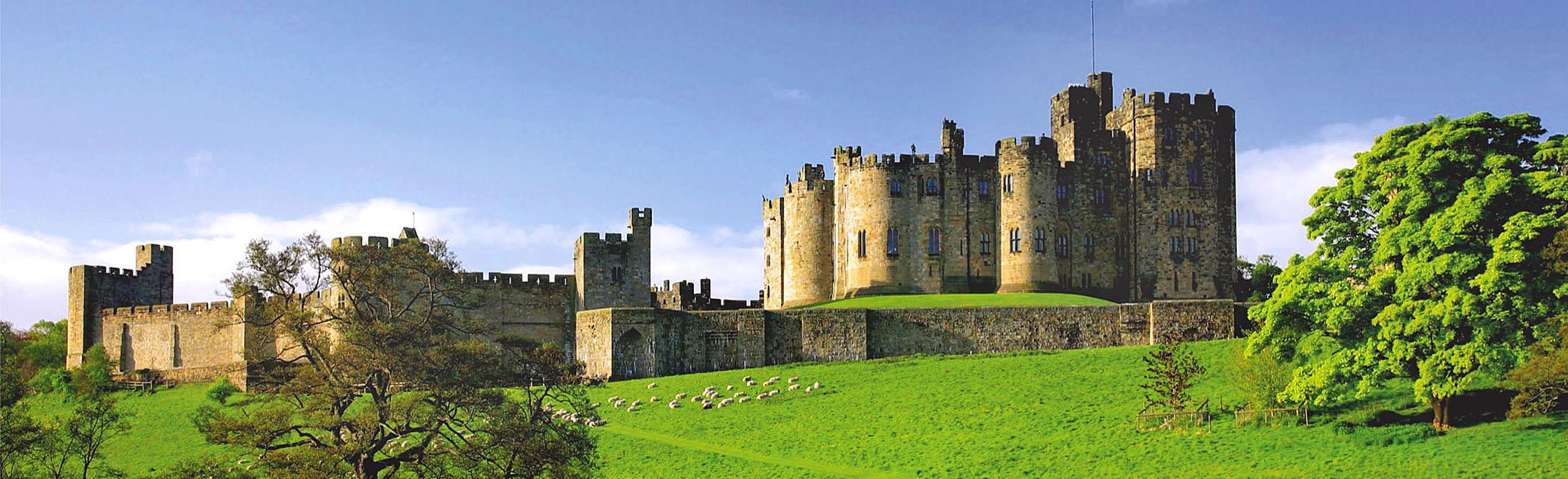 Alnwick Castle, Northumberland.jpg