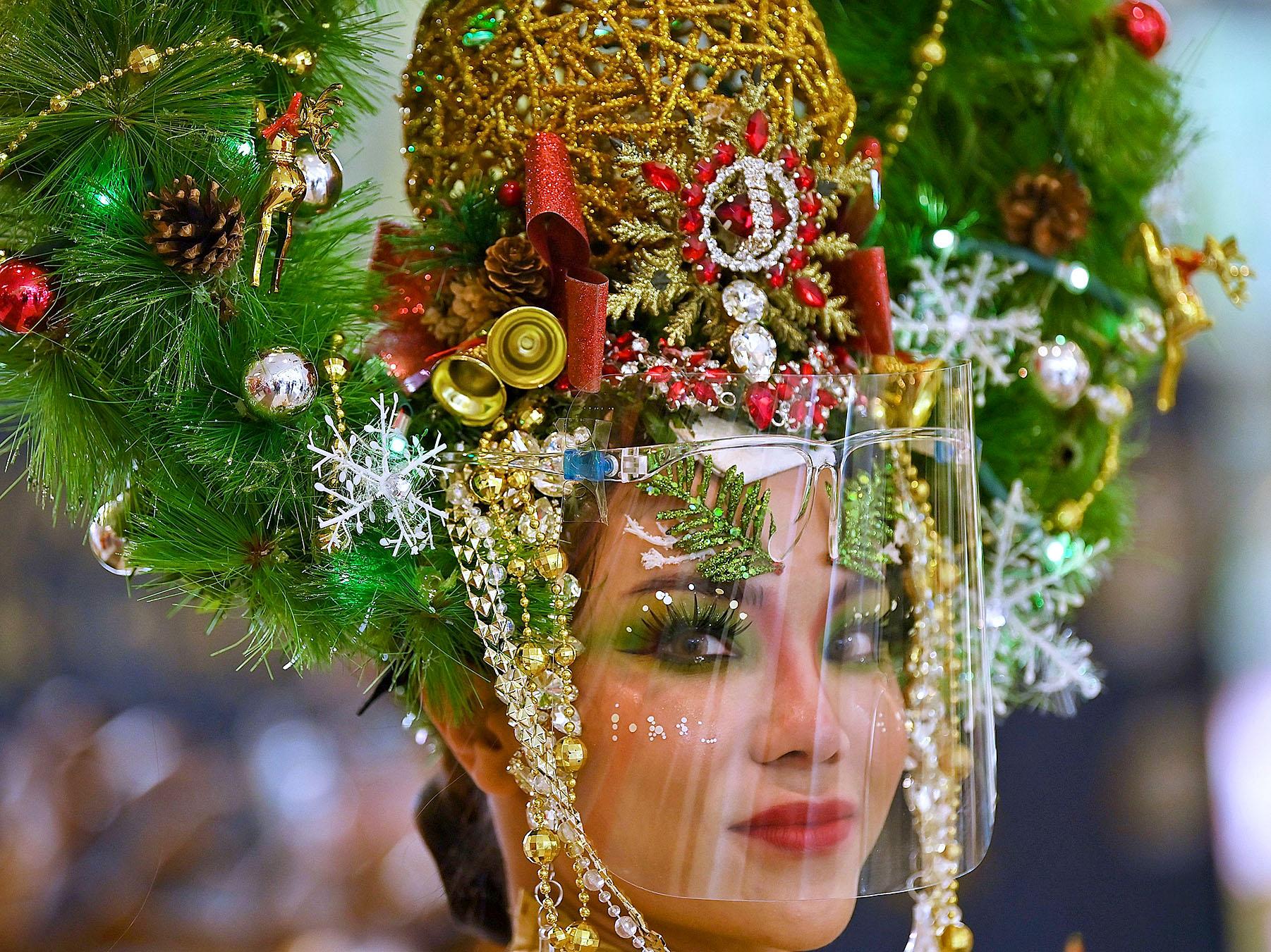 Christmas tree model in Bangkok by Lillian Suwanrumpha.jpg