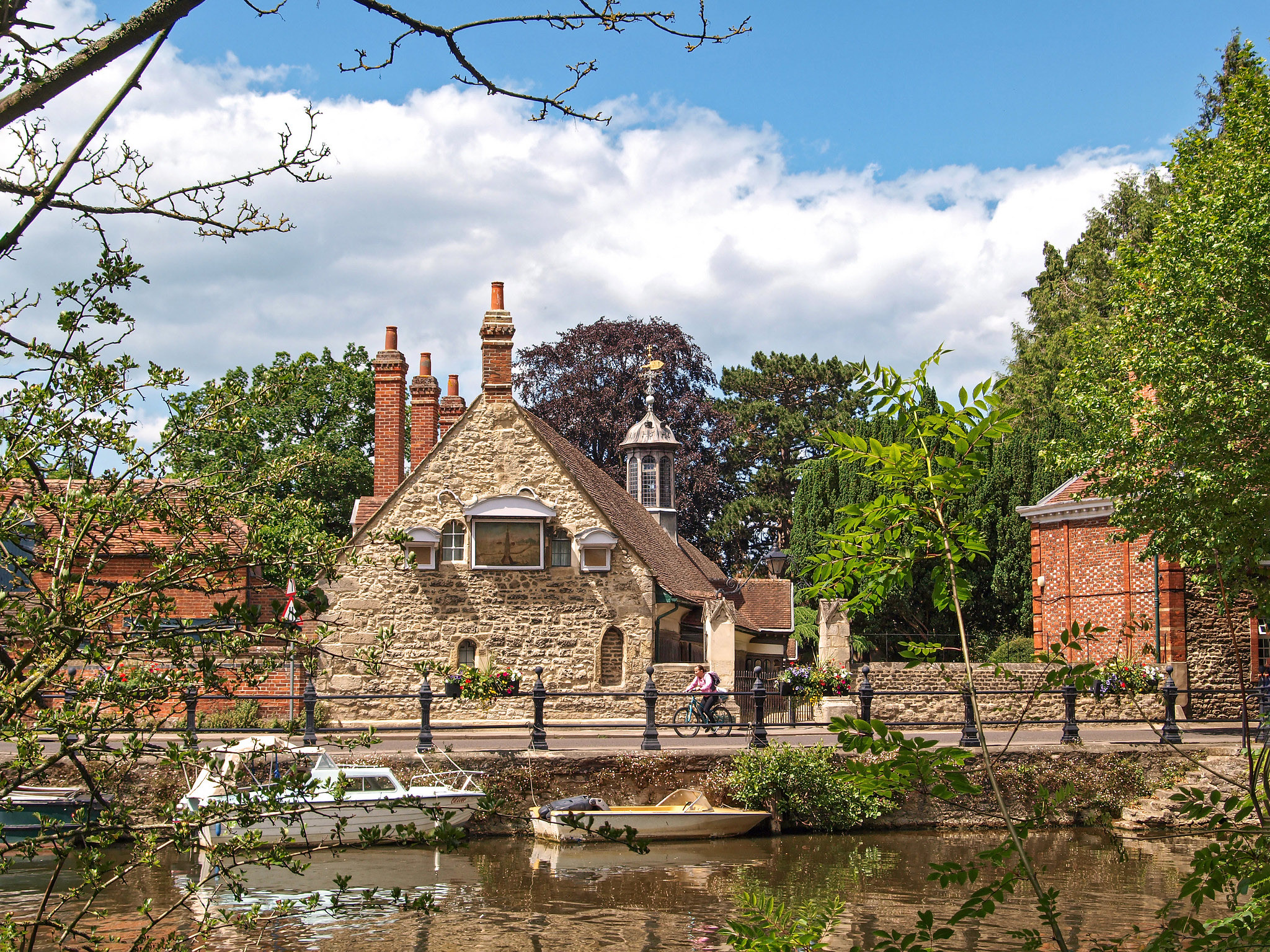 Abingdon, Oxfordshire by Andrew S Brown.jpg