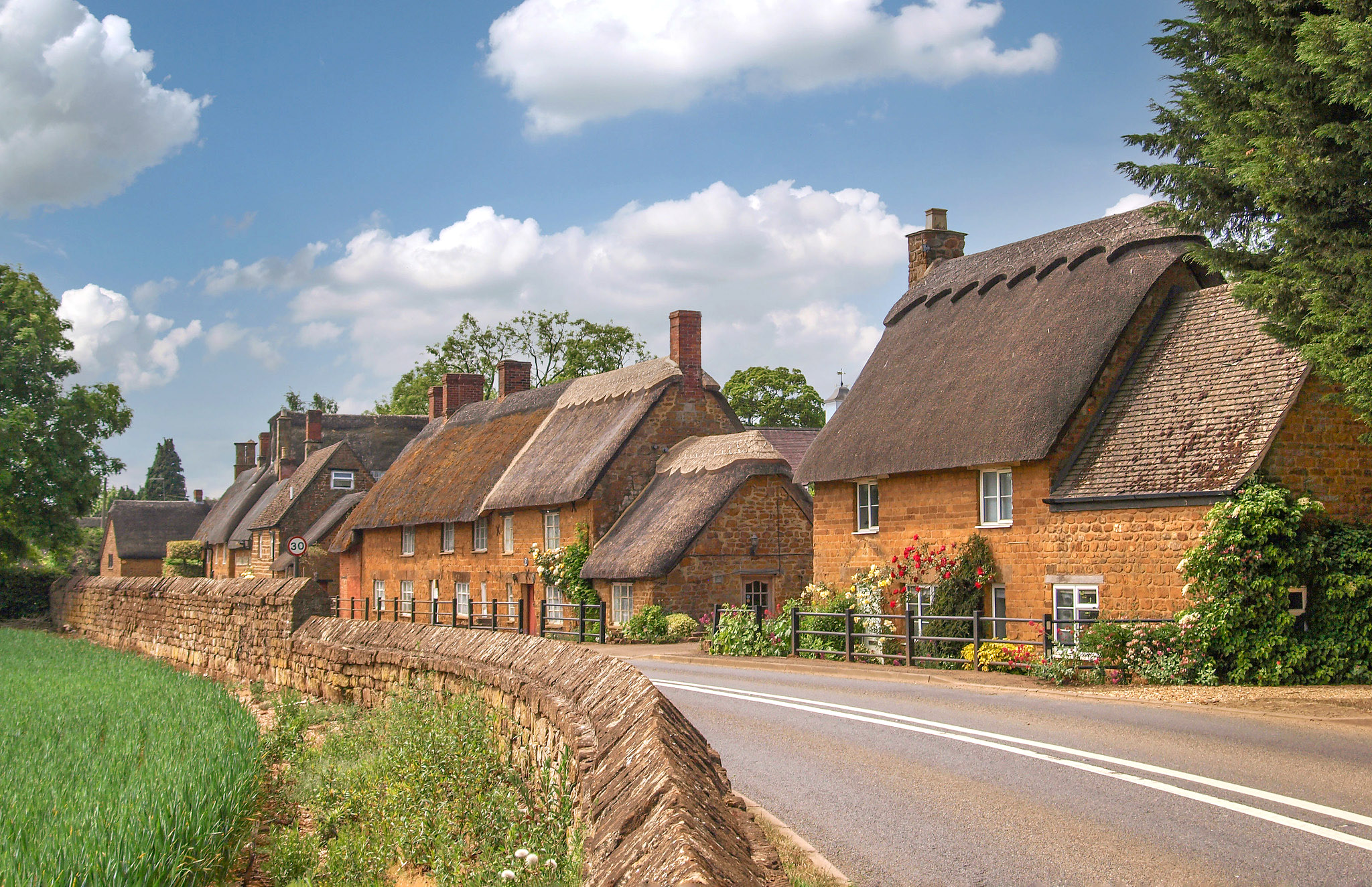 Silver Street, Wroxton, Banbury, Oxfordshire by Andrew S Brown.jpg