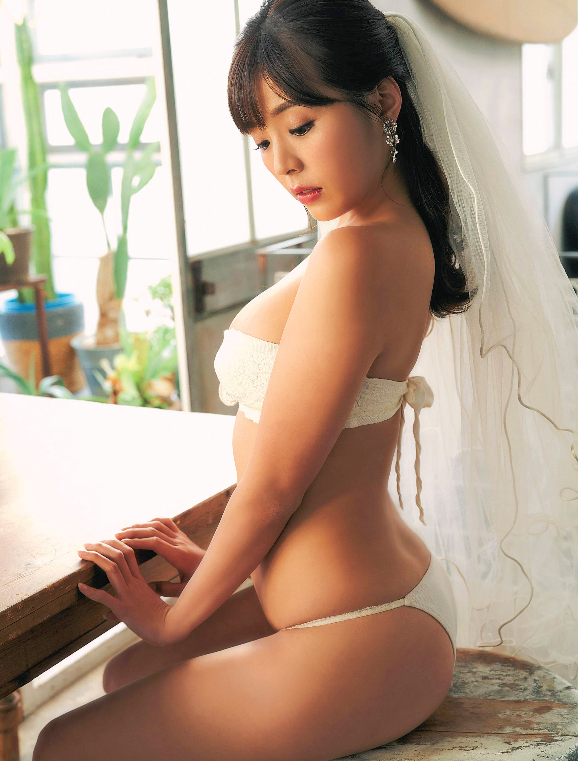 Natsuki Kawamura Weekly SPA 200204 02.jpg