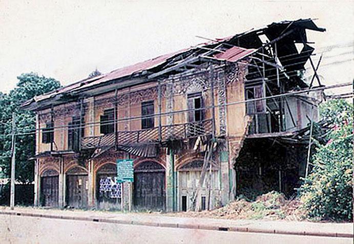 1967 Decaying building, Sisaket {built in 1920s}.jpg