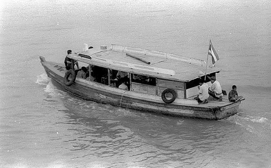1969 Crossing the Mekong from Nong Khai.jpg