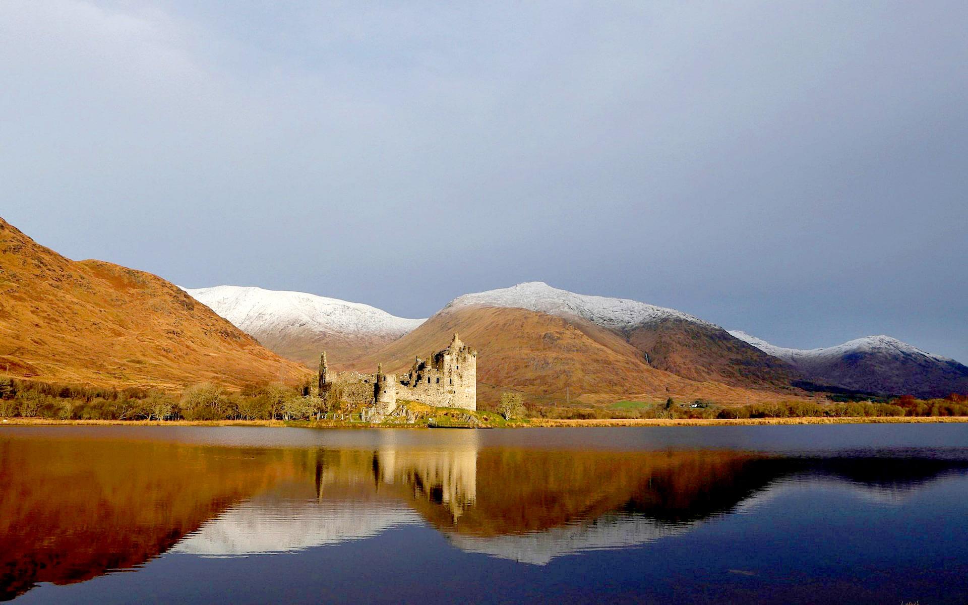 Kilchurn Castle, Loch Awe, Dalmally, Scotland by Russell Cheyne.jpg