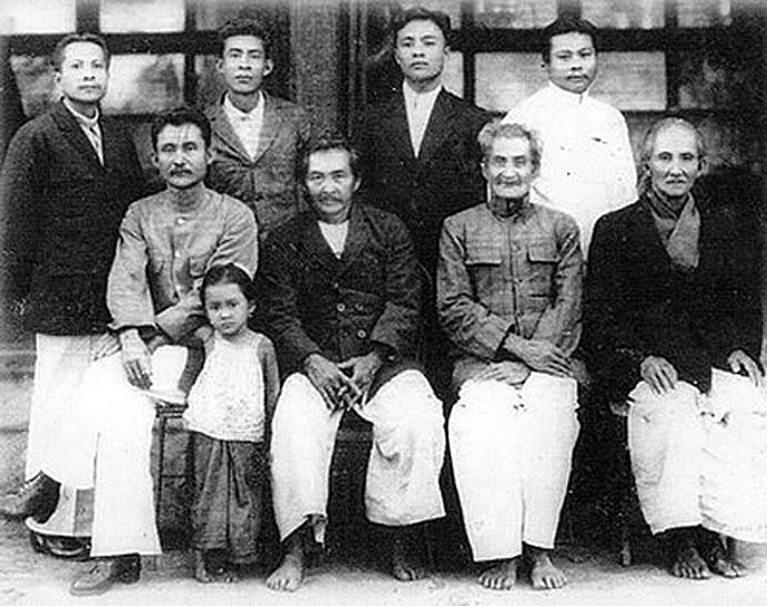 1900 Surin Family.jpg