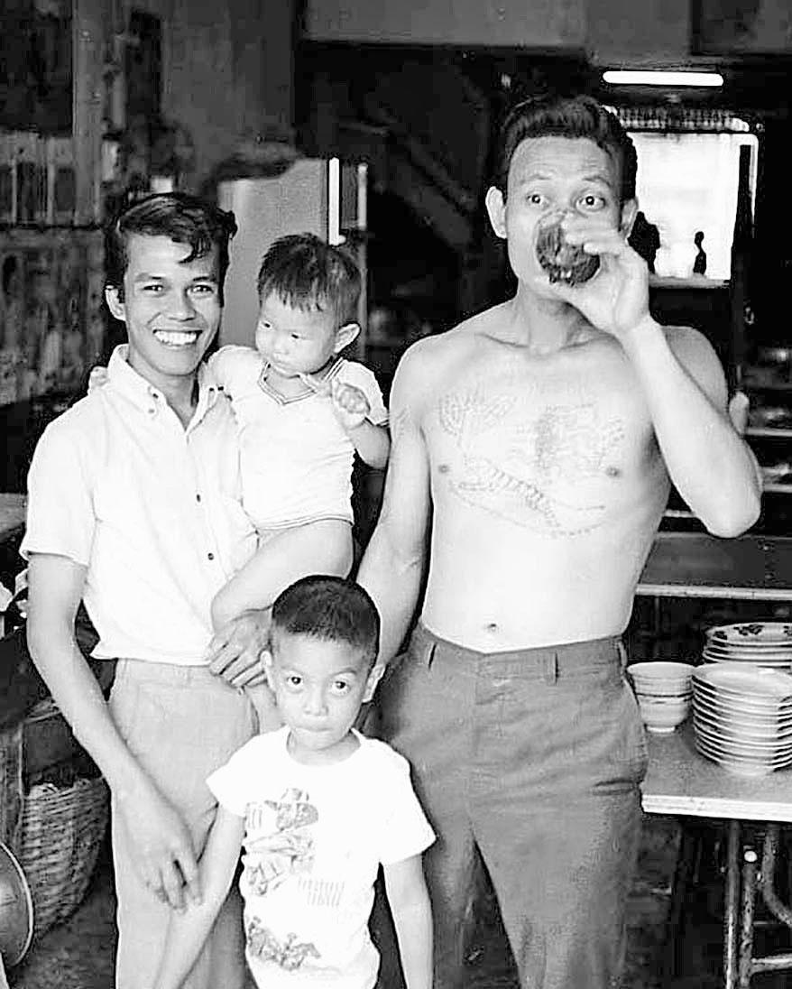 1968 Restaurant family, Phitsanulok.jpg