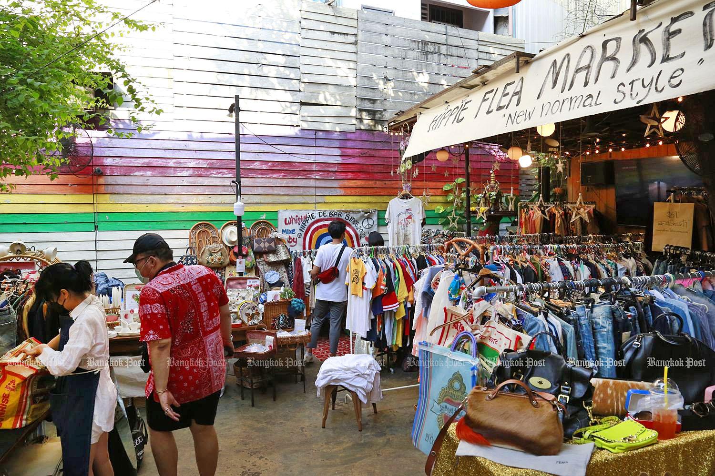 Khao San Road Hippie flea market by Arnun Chonmahatrakool.jpg