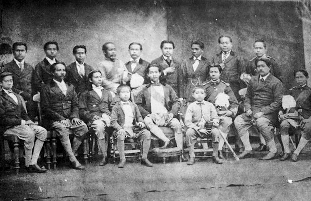 1871 Young King Chulalongkorn and entourage during state visit to India.jpg