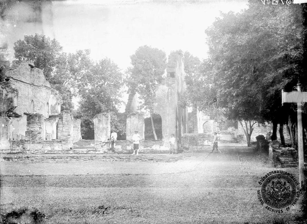 1900 Royal visit to the remains of King Narai's Lopburi palace.jpg