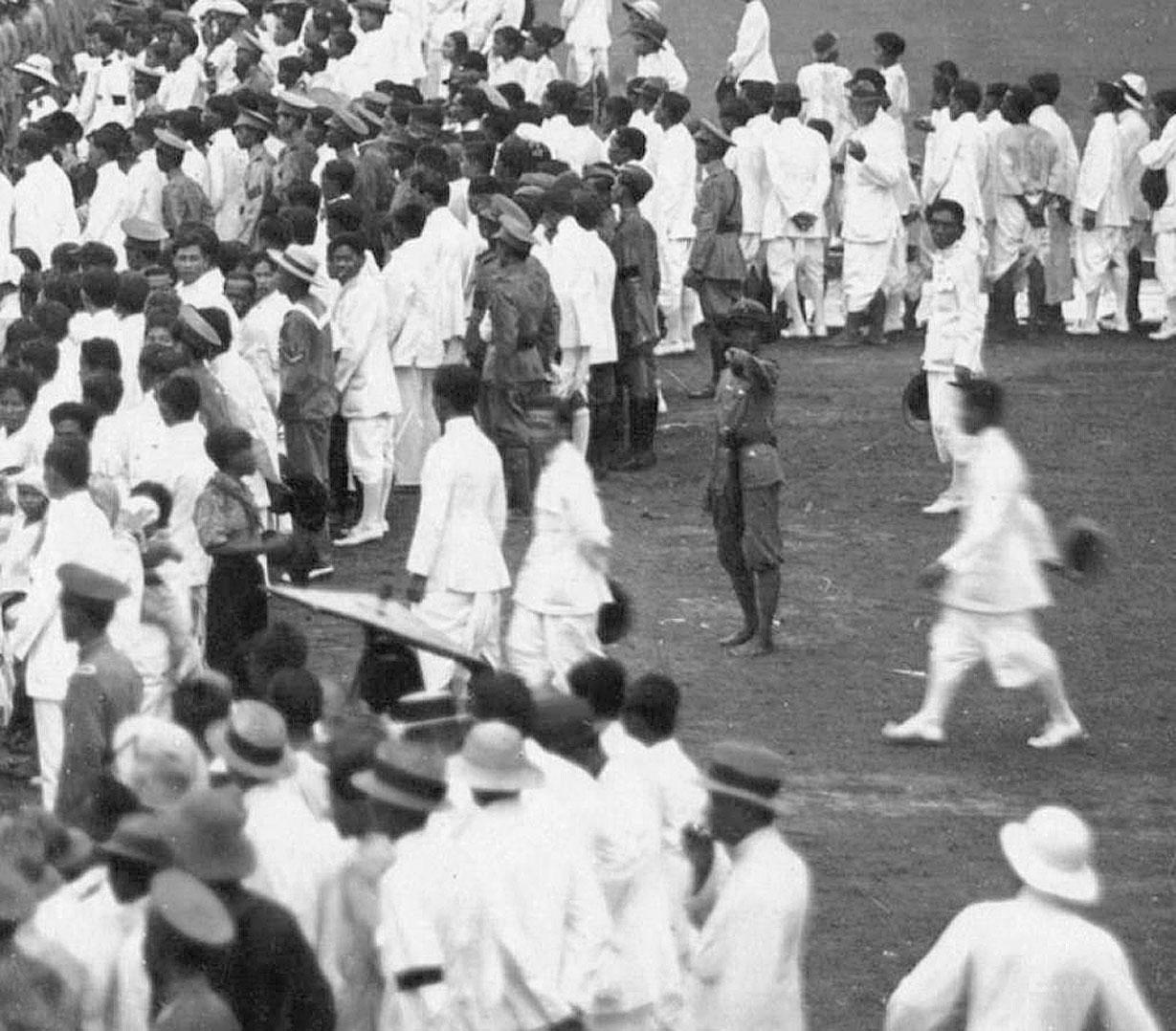 1908 Crowd scene during King Chulalongkorn's week-long Golden Jubilee festivities.jpg