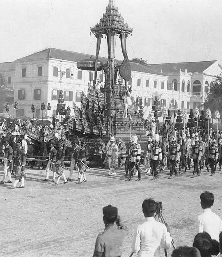 1911 King Chulalongkorn's cremation procession 01.jpg